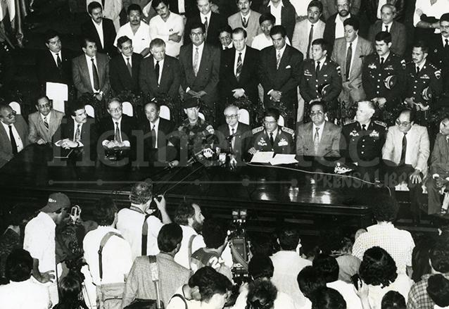 La Corte de Constitucionalidad acuerpada por varios sectores declaró inconstitucional las Medidas Temporales de Gobierno emitidas por el presidente Jorge Serrano Elías el 1 de junio de 1993. (Foto: Hemeroteca PL)