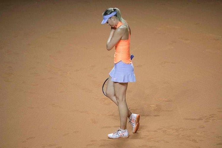 María Sharapova se lamenta luego de caer en las semifinales. (Foto Prensa Libre: AFP)