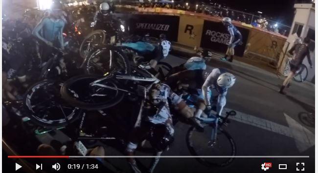 Centenares de ciclistas fueron afectados por la imprudencia de un motorista en una carrera en Nueva York. (Foto Redes Sociales).