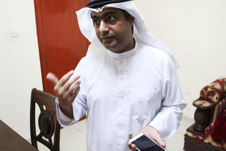 Ahmed Mansoor ha sido recientemente blanco de software espía que pueden introducirse en el iPhone. (Foto Prensa Libre: AP)