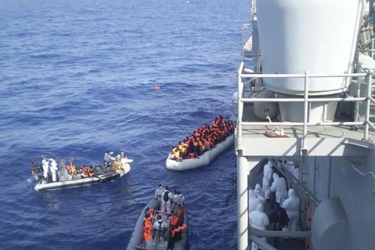 Recantan a un grupo de inmigrantes que navegaban frente a costas de Libia.(EFE).