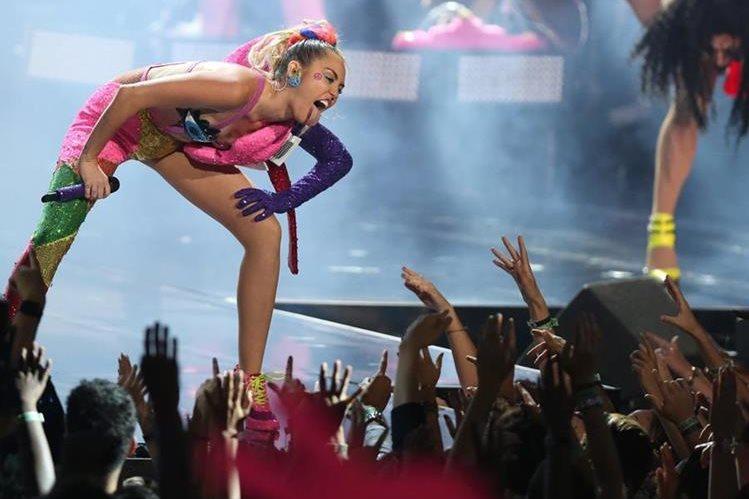 La cantante fue la anfitriona de los MTV Video Music Awards 2015. (Foto Prensa Libre: AP)