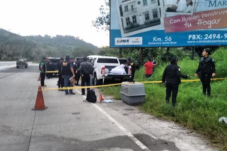 Autoridades hallan paqueres con supuesta droga en picop en carretera a El Salvador, jurisdicción de Barberena, Santa Rosa. (Foto Prensa Libre: Oswaldo Cardona)
