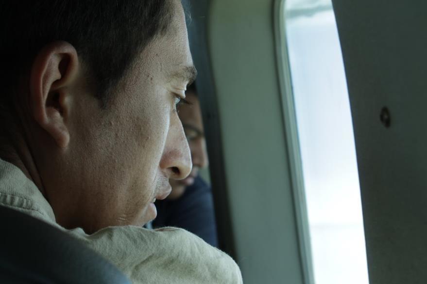 Los ojos de Ernesto se llenaron de asombro al ver a través de la ventana.(Foto Prensa Libre: Josué León)