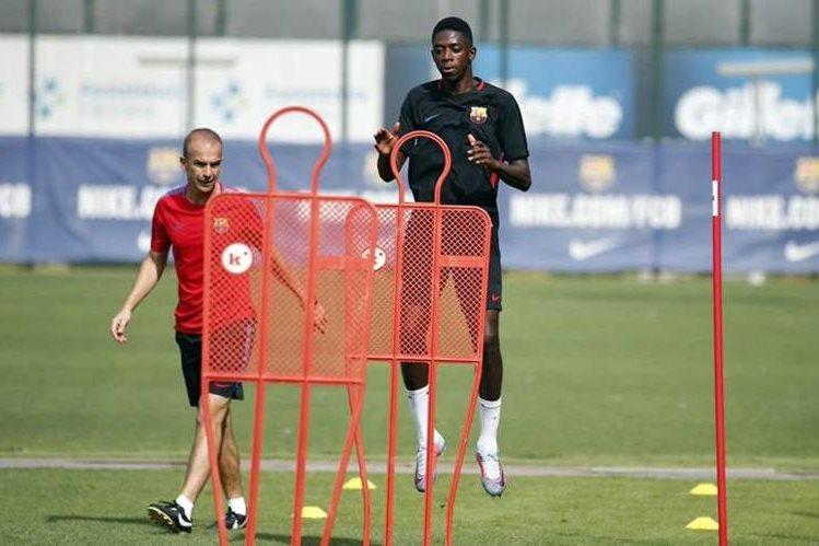 Dembélé en su primer entrenamiento con el FC Barcelona. (Foto Prensa Libre: Twitter FC Barcelona)