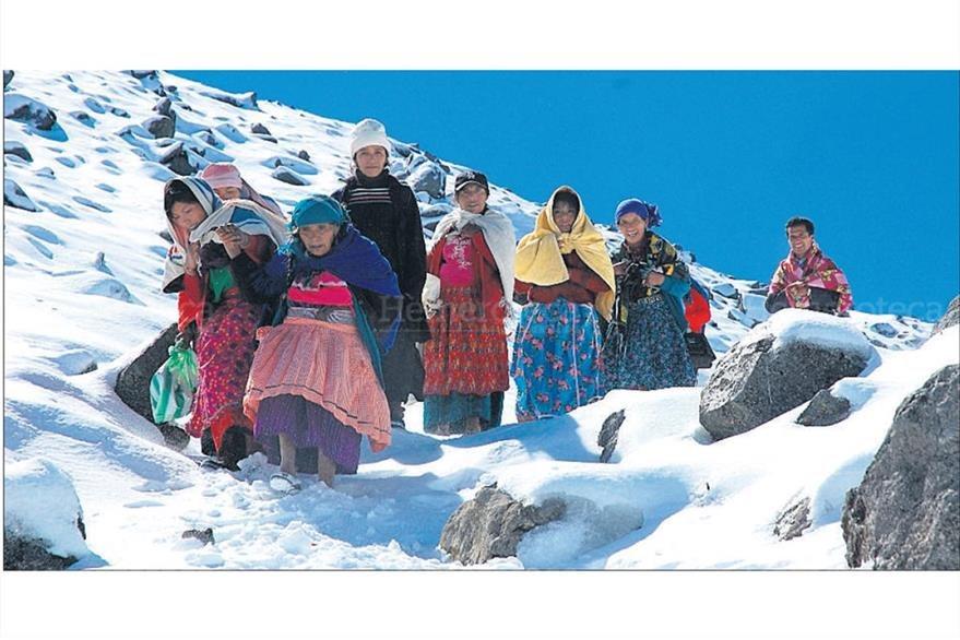 Ruperta Berdúo, de 77 años, y su familia, ascendieron al volcán para ver nevar 24/12/2009. (Foto: Hemeroteca PL)