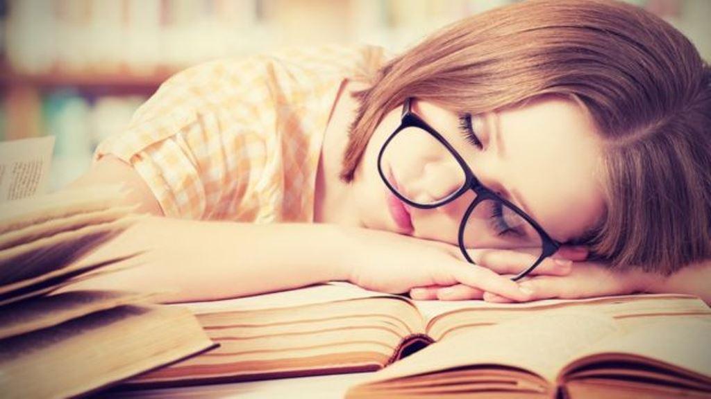 Especialistas recomiendan estudiar hasta dos horas por día y con descansos. (THINKSTOCK)