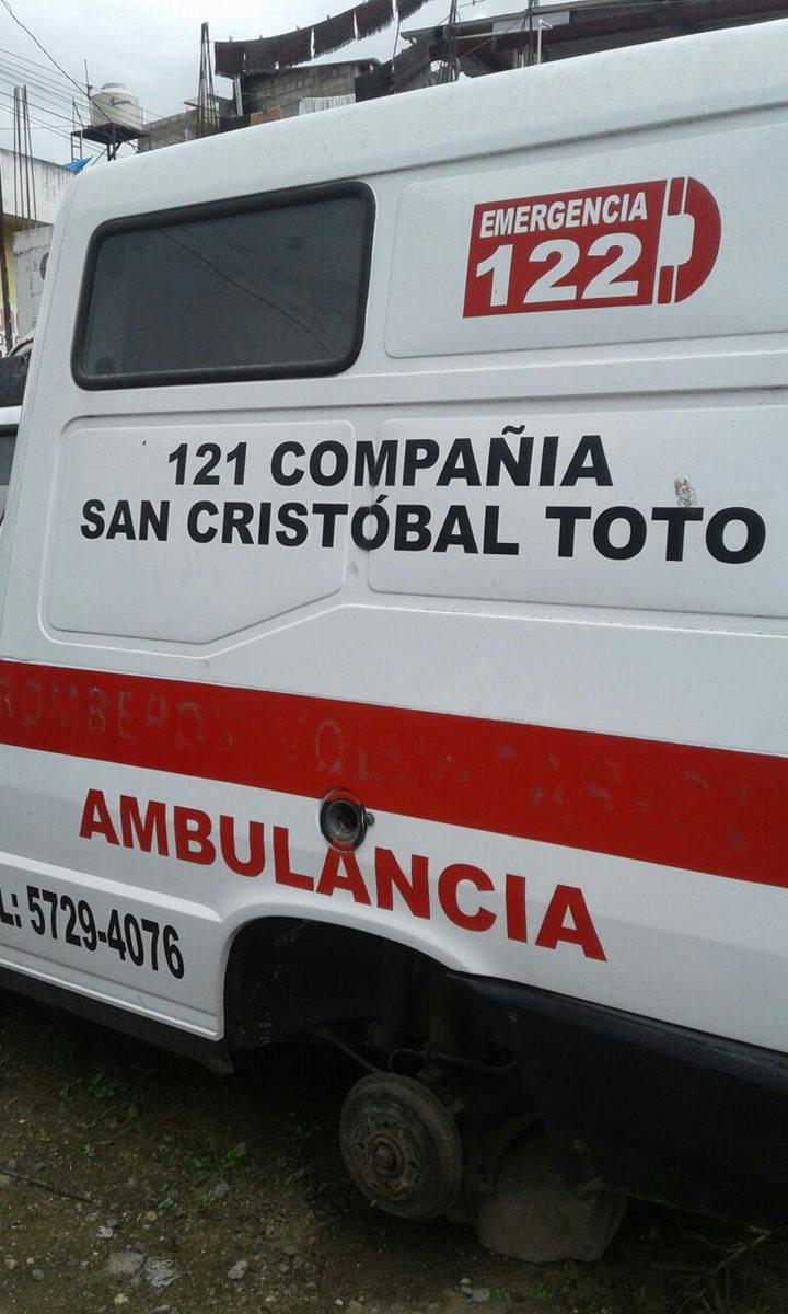 Delincuentes robaron las llantas de una de las ambulancias de los Bomberos Voluntarios de San Cristóbal Totonicapán. (Foto Prensa Libre: Bomberos Voluntarios)