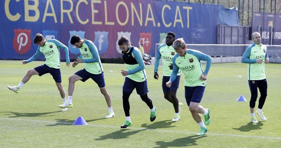 El FC Barcelona entrenó este jueves con miras al partido contra el Real Madrid de visita en el Santiago Bernabéu. (Foto Prensa Libre: FC Barcelona)