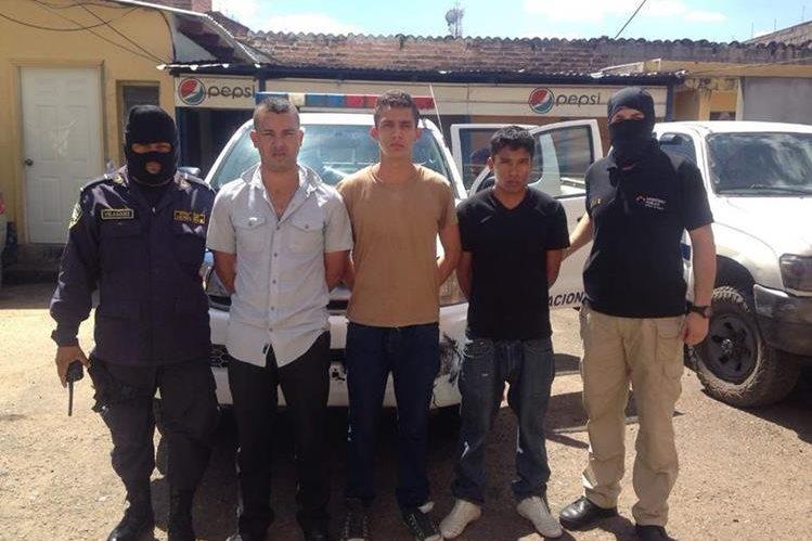 Los tres policías militares fueron presentados ante las autoridades judiciales. (Foto Prensa Libre: elheraldo.hn).
