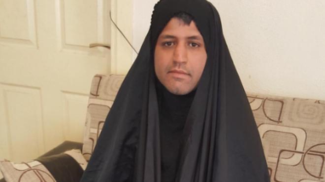 """""""Siempre sentí pena por mi madre y por mis hermanas"""", explica este iraní, posando con un chador. MY STEALTHY FREEDOM (FACEBOOK)"""