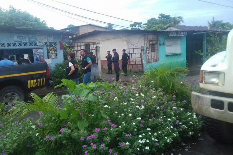 Agentes de la PNC y MP durante allanamientos en La Blanca, San Marcos. (Foto Prensa Libre: PNC)