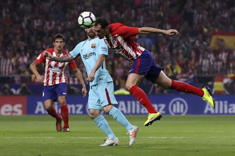Fue un duelo vibrante el que se jugó este sábado en el Wanda Metropolitano. (Foto Prensa Libre: EFE)