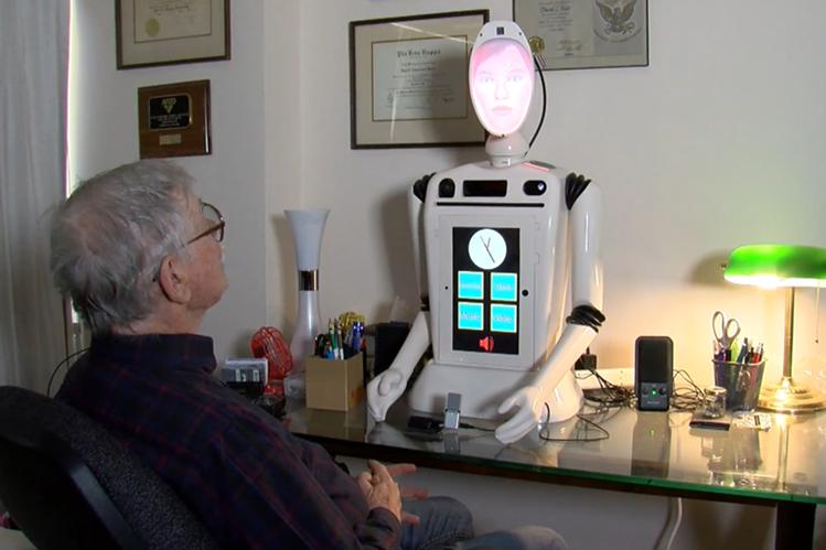 El robot, con rostro de mujer y apodado Ryan, fue creador por especialistas de la Universidad de Denver (Foto Prensa Libre: YouTube).