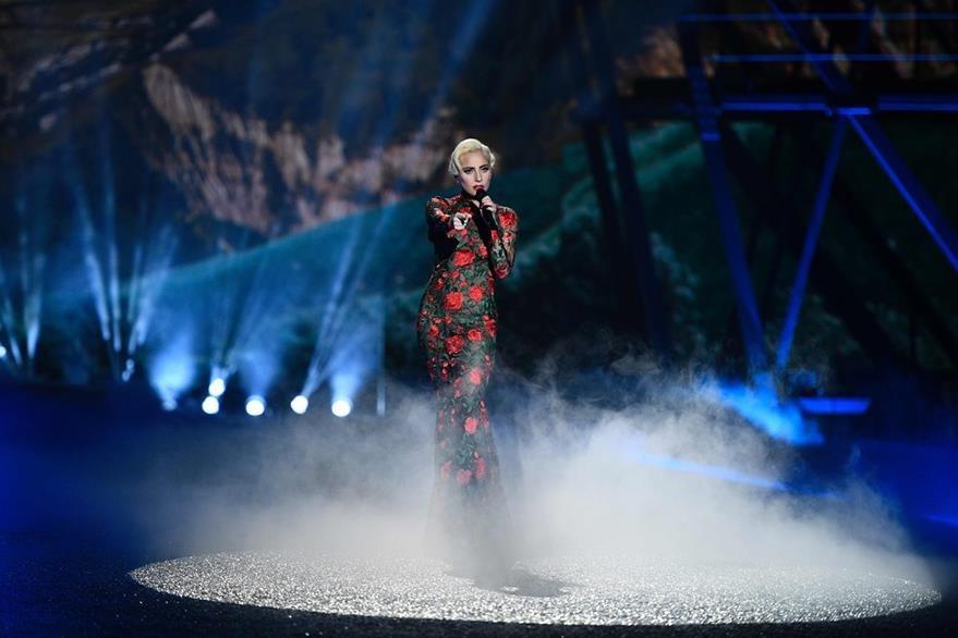 Lady Gaga fue parte del espectáculo musical. (Foto Prensa Libre: AFP)
