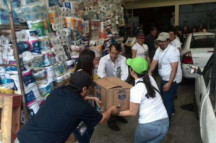 Los víveres fueron entregados en un centro de acopio. (Foto Prensa Libre: Erick Ávila)