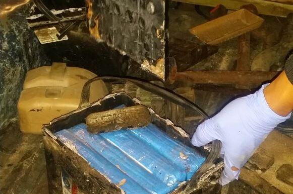 Parte de la droga decomisada en la cabecera de Totonicapán estaba escondida en cajas de baterías para auto.(Foto Prensa Libre: PNC)