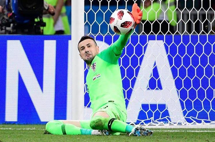 El portero Danijel Subasic detuvo un penal clave que amarró el boleto a semifinales para Croacia. (Foto Prensa Libre: AFP)