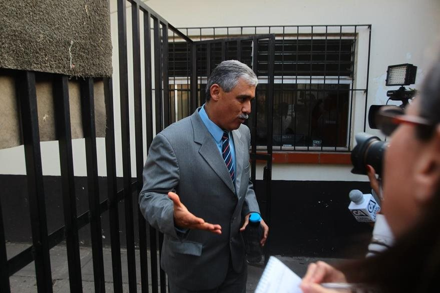 El exdirector del plantel educativo, Claudio Vinicio Solís Cortez.(Foto Prensa Libre: Álvaro Interiano)