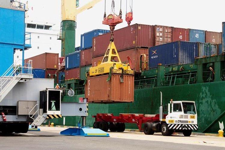 Movimiento de contenedores en el puerto caribeño de Barranquilla. (Foto Hemeroteca PL)