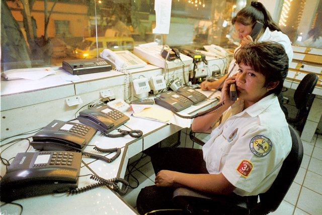 Las llamadas que reciben los bomberos son alertas falsas de emergencias. (Foto Prensa Libre: Hemeroteca PL)