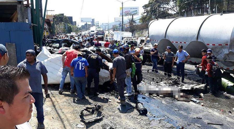 El lugar en donde ocurrió el accidente el 1 de marzo, que dejó siete personas muertas. (Foto Prensa Libre: Hemeroteca PL)