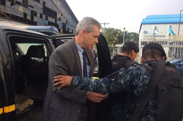 El diputado habría sido capturado en su casa en carretera a El Salvador.