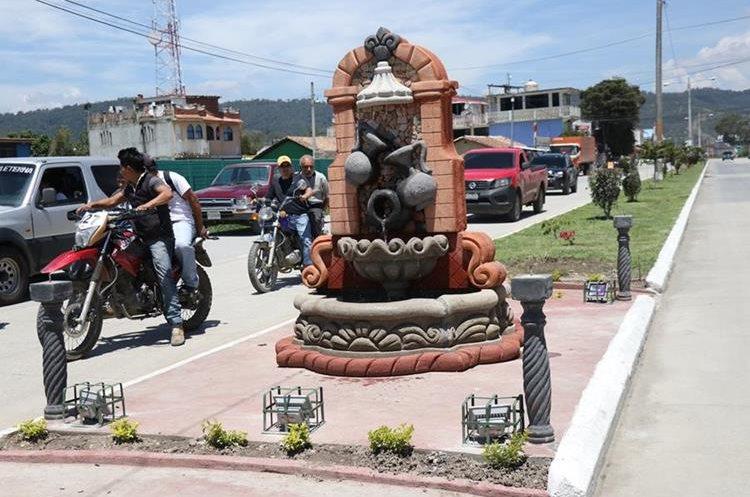 Una de las fuentes inauguradas en la zona 11 de Huehuetenango. (Foto Prensa Libre: Mike Castillo)