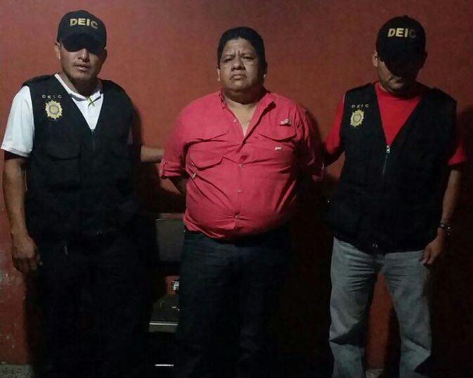 Julio Amílcar Ambrosio Ramírez luego de ser capturado. Foto Prensa Libre: PNC