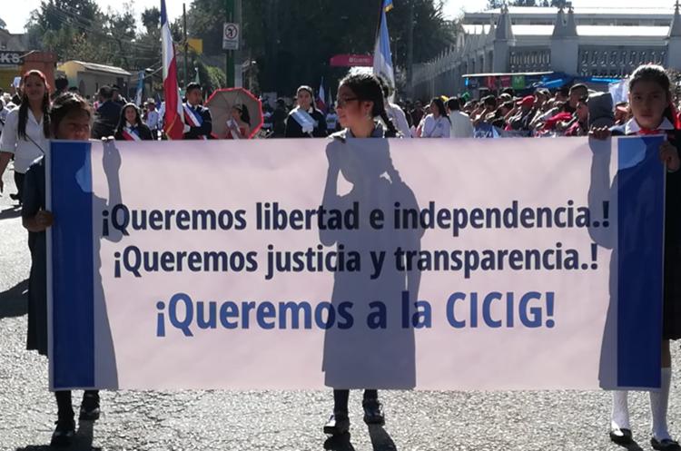 Estudiantes de Quetzaltenango piden que la Cicig continúe en el país. (Foto Prensa Libre: Raúl Juárez).