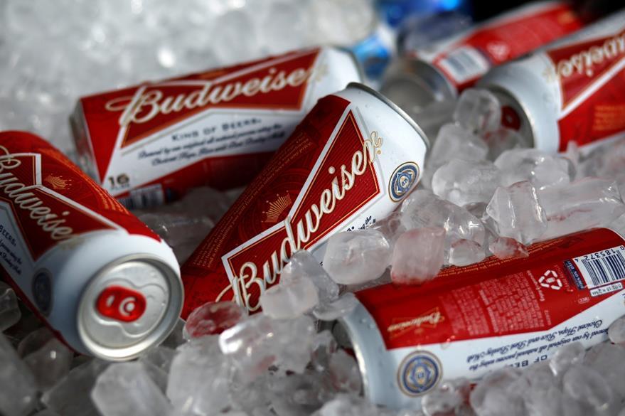 La cervecera belga Anheuser-Busch InBev, dueña de Budweiser, busca hacer la compra. (Foto Prensa Libre: AP)