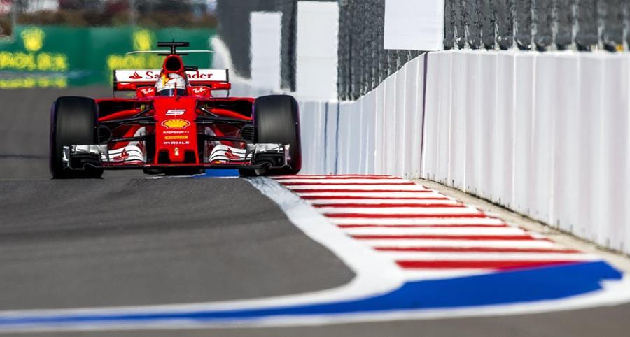 Vettel ahora buscará quedarse con el título del GP de Rusia. (Foto Prensa Libre: EFE)
