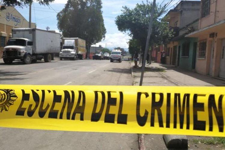 En el ataque de la zona 3 perdió la vida el conductor del camión. (Foto Prensa Libre: Érick Ávila)