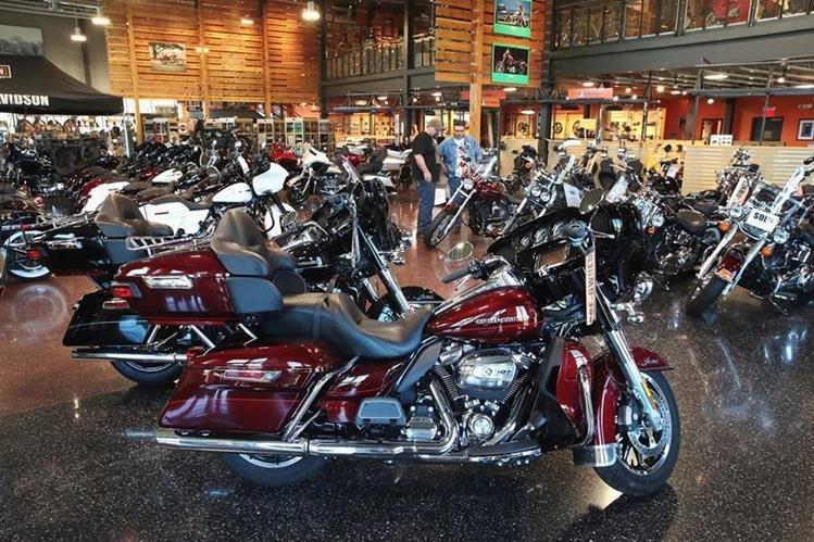 La célebre marca de motocicletas Harley-Davidson anunció que cambiaría la fabricación estadounidense de motocicletas icónicas en el extranjero para evitar los aranceles europeos de represalia impuestos por la Unión Europea. (Foto Prensa Libre: AFP)