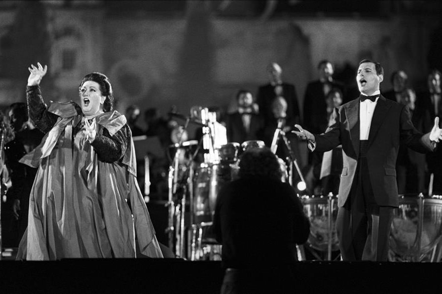 Freddie Mercury interpretó junto a la cantante de ópera Montserrat Caballé el tema Barcelona, himno de los Juegos Olímpicos de 1992. (Foto Prensa Libre: EFE)