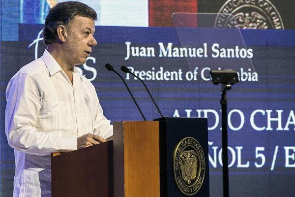 El presidente colombiano, Juan Manuel Santos, anuncia la suspeción  por un mes los bombardeos contra las Farc.(Foto Prensa Libre:APAP