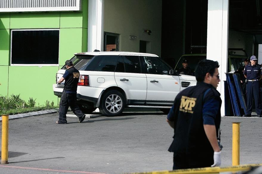 El vehículo en el que se conducía Henry Fariñas y Facundo Cabral quedó en la estación de los Bomberos Muncipales, en El Trébol, zona 12. (Foto: Hemeroteca PL)