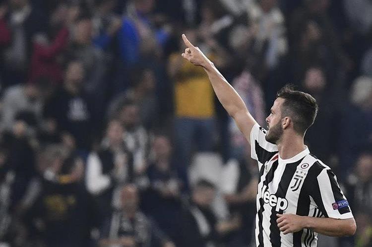 Pjanic anotó el primer gol de la Juventus contra el Sporting de Portugal, el equipo de Turín ganó 2-1.  (Foto Prensa Libre: AFP)