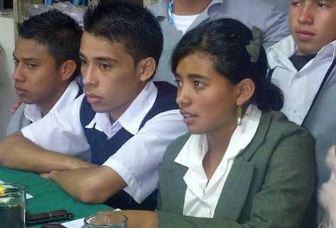 Estudiantes manifiestan rechazo ante redacción final de propuesta de formación docente. (Foto Prensa Libre: Alex Rojas)
