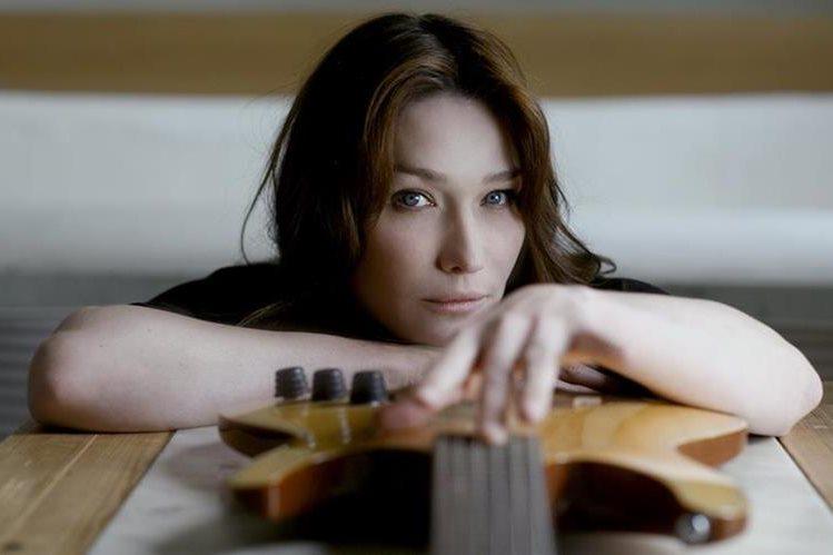 Carla Bruni es una de las cantantes francesas contemporáneas más conocidas. (Foto Prensa Libre: Hemeroteca PL)