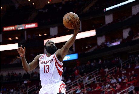 James Harden fue la gran figura de los Rockets de Houston frente a los Nets. (Foto Prensa Libre: AP)