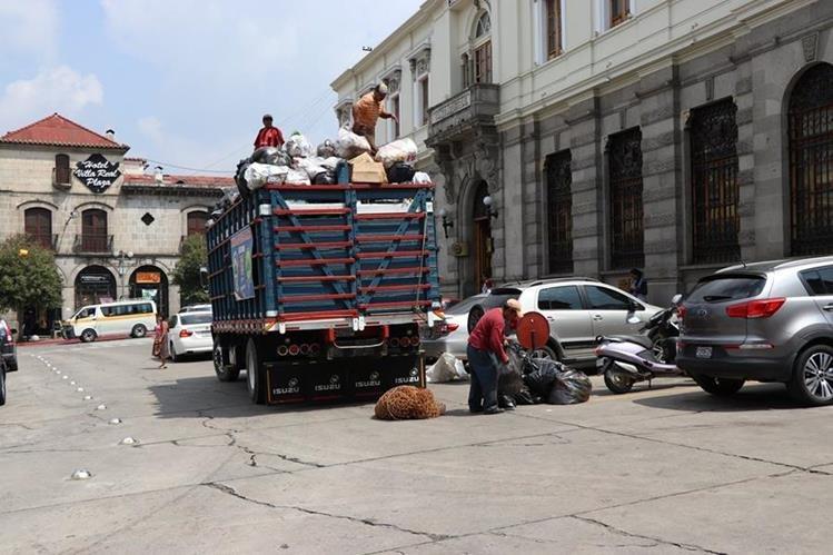 La mayoría de los pobladores de Xelajú pagan Q8 por el servicio de recolección de basura y la comuna lo incrementará a Q28. (Foto Prensa Libre: María Longo)