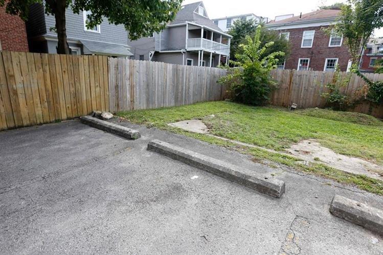 Vista del área del vecindario donde el policía mató al niño Tyree King de 13 años en Ohio. (Foto Prensa Libre: AFP).