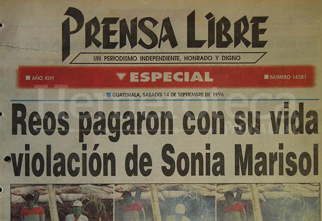 Titular de la edición especial de Prensa Libre del 14 de septiembre de 1996 informando sobre el fusilamiento de dos reos por la muerte de una niña en 1993.  (Foto: Hemeroteca PL)