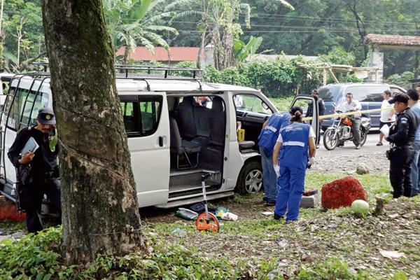 Eduardo Carranza  Florián, piloto de microbús colectivo, fue asesinado de cinco balazos en el cráneo, en el km 156 de la ruta al suroccidente, en Mazatenango, Suchitepéquez. (Foto Prensa Libre: Omar Méndez)