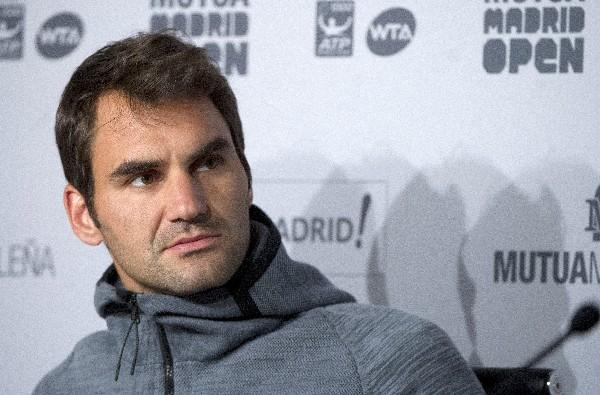 El suizo Roger Federer anunció su retiro en conferencia de prensa. (Foto Prensa Libre: EFE)