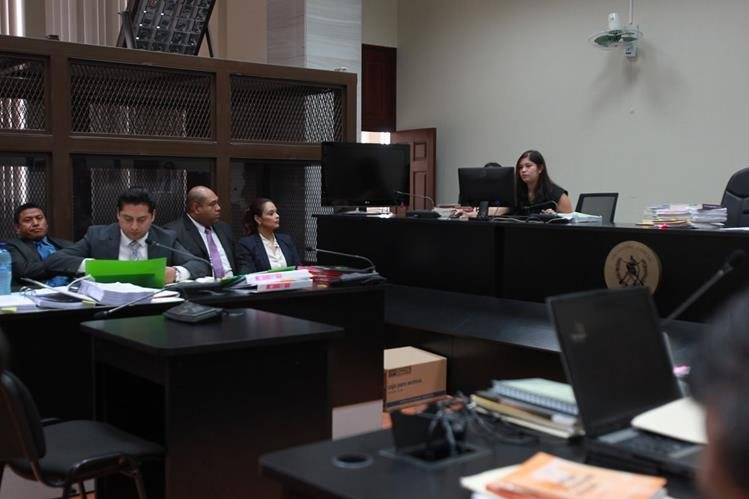 Roxana Baldetti fue trasladada a tribunales durante la madrugada de este lunes para evitar contratiempos según el Sistema Penitenciario. (Foto Prensa Libre: P. Raquec)