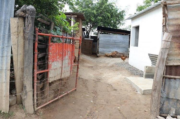 Vecinos solicitan intervención de las autoridades para evitar más muertes en menores. (Foto Prensa Libre: Mario Morales)