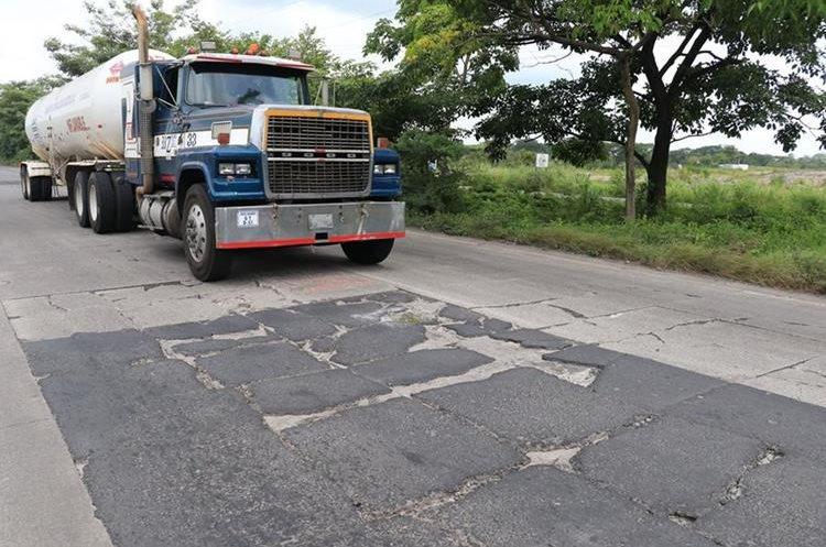 Tres empresas presentaron sus propuestas para la reconstrucción de la Autopista Puerto Quetzal donde se colocará un peaje a un costo de Q15. (Foto Prensa Libre: Hemeroteca)