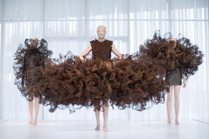 Los diseños de  Iris Van Herpen son una innovación en la moda. (Foto Prensa Libre: AP).
